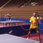 『その手があったか!事故で両腕を失った卓球プレーヤーが、それでも卓球を続けるために取った驚きの手段とは』
